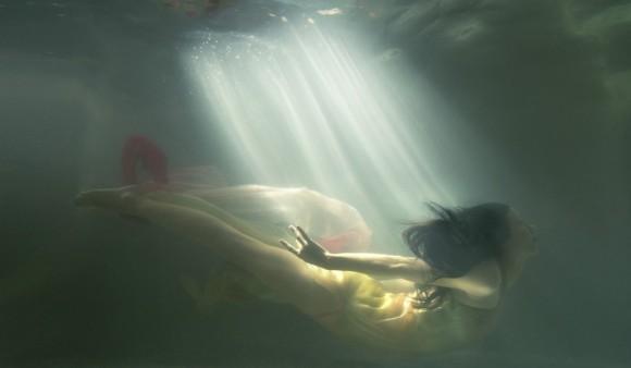 AMBER_GRAY-W_HOTEL-MARLENA_WATER_03_034-v2